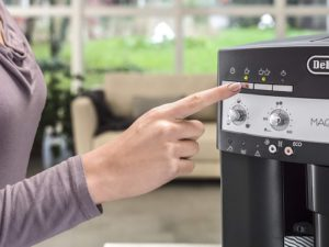 machine à café à grain DeLonghi ESAM 3000 B