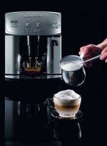 DeLonghi Magnifica ESAM 2200 : système cappuccino