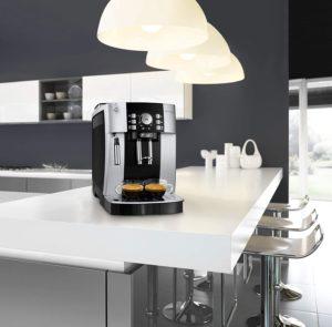Une machine à café entièrement automatique