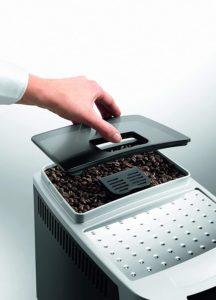 Utilisez des grains de café ou du café moulu